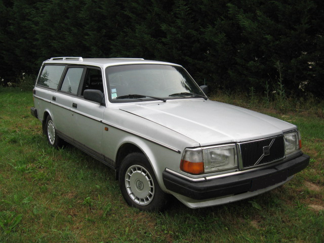 Volvo 240 grise